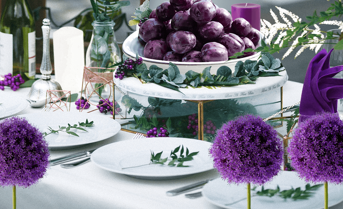 Table setting based on a purple white and green color theme